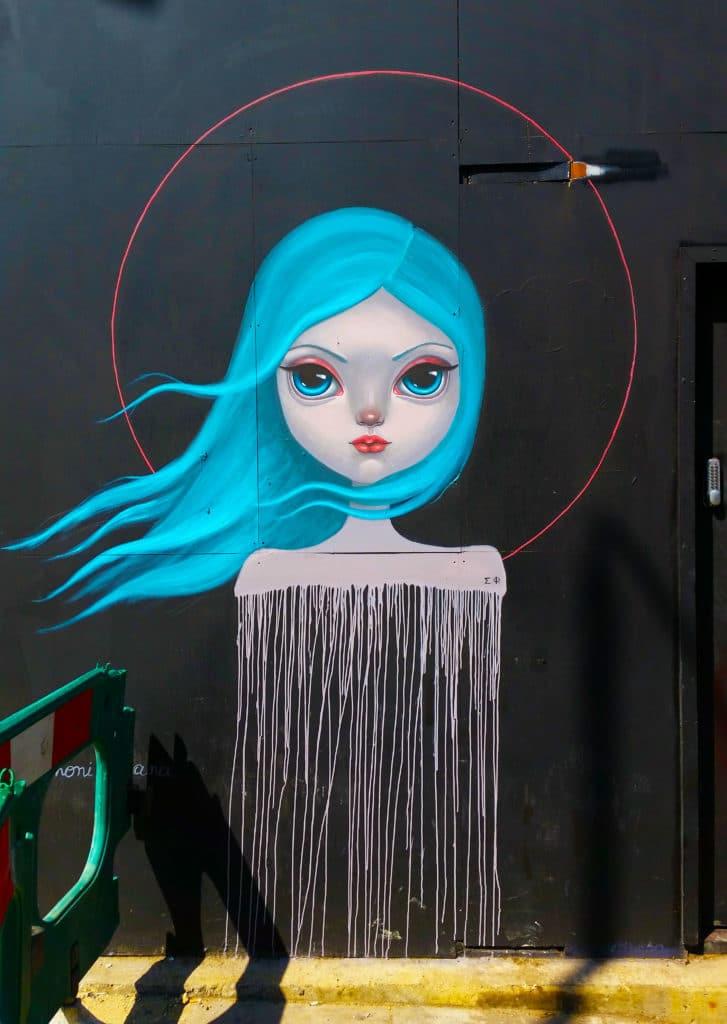 La street artiste de Simoni Fontana dans le quartier de Camden, Londres