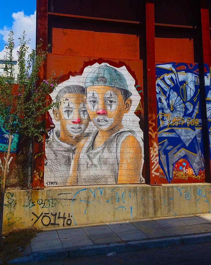 Clown en street art à Athènes, Grèce