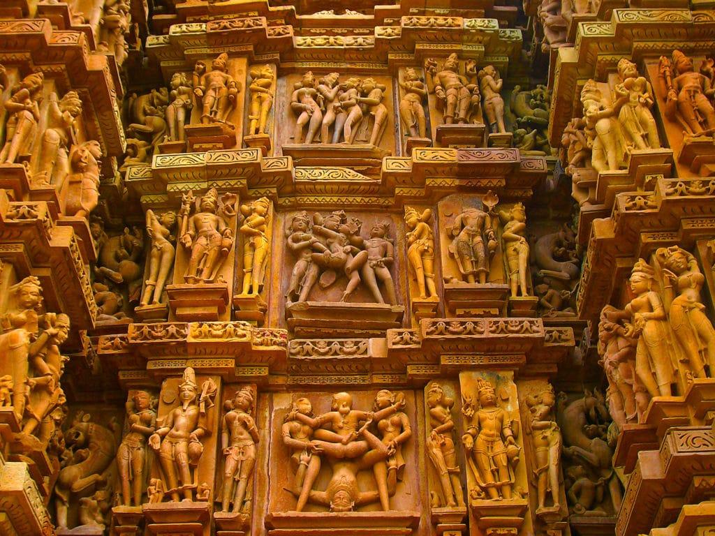 Statues érotiques de Khajuraho dans le Madhya Pradesh.