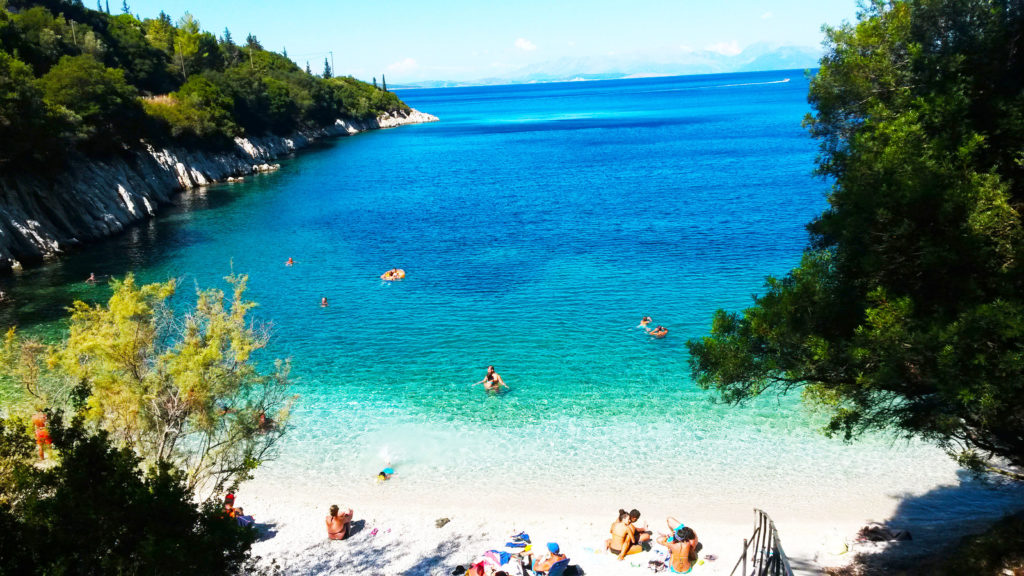 Les plages de Kourmoulia et de Schinari entre Frikès et Kioni au nord d'Ithaque, Grèce