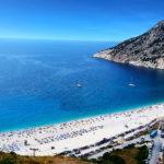 DécouvreCéphalonie ou Kefalonia en grec. Au menu : les sublimes plages de Myrtos, Antisamos et Petani, l'hospitalité et la délicieuse cuisine.