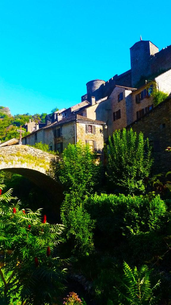 Le village de Brousse Le Chateau classé plus beaux villages de France, Aveyron