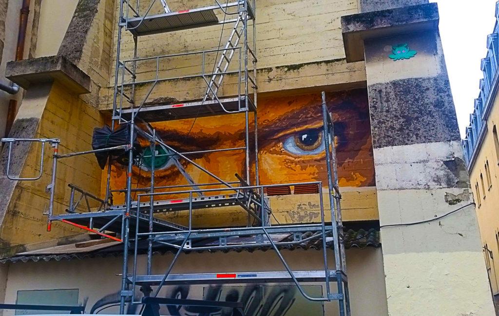 Les yeux de David Bowie en street art par Big Ben, rue Neyret à la Croix Rousse, Lyon