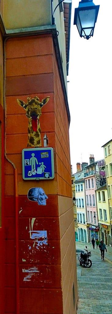Girafe en collage de Big Ben, street art Croix Rousse, Lyon