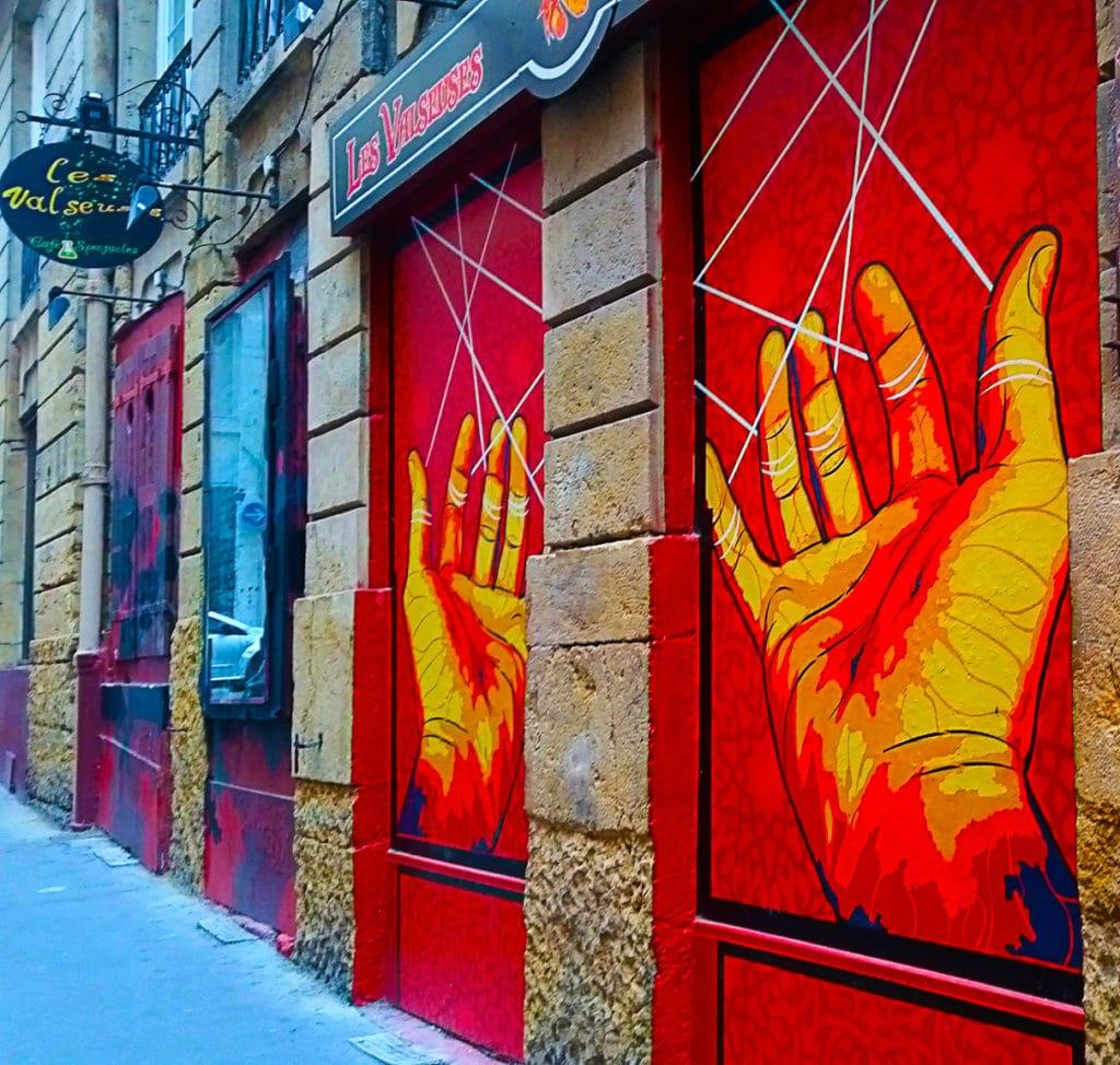 Tirez les ficelles en street art à la Croix Rousse, Lyon