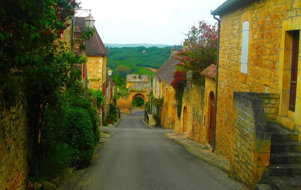 le village de Domme classé parmi les plus beaux villages de France, Périgord noir, Dordogne