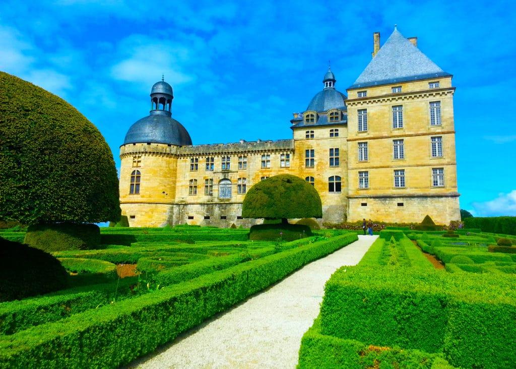 Le château d'Hautefort dans le Périgord noir, Dordogne