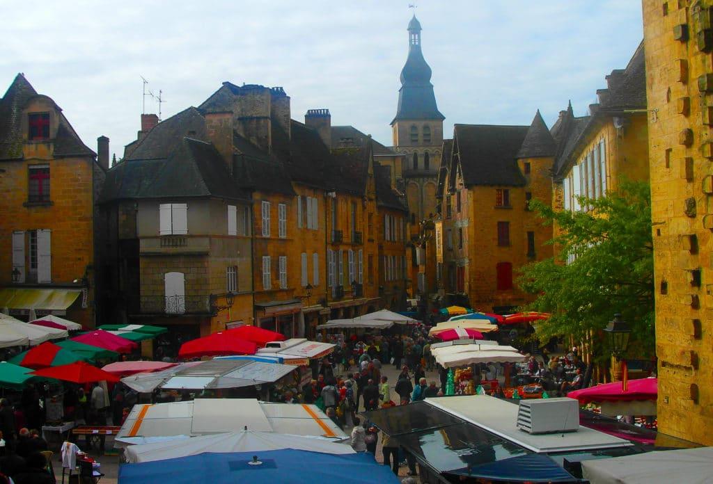 marché de la ville de Sarlat, un condensé du Périgord, Dordogne