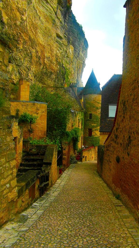 La Roque-Gageac classé parmi les plus beaux villages de France au bord de la Dordogne dans le Périgord noir