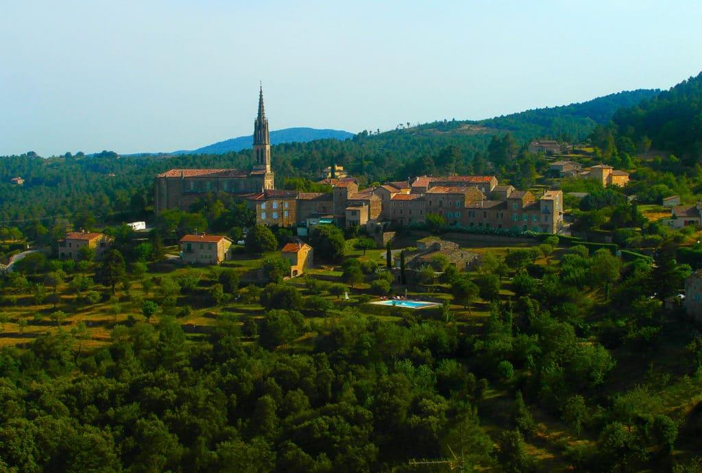 le village de caractère de Banne en Ardèche