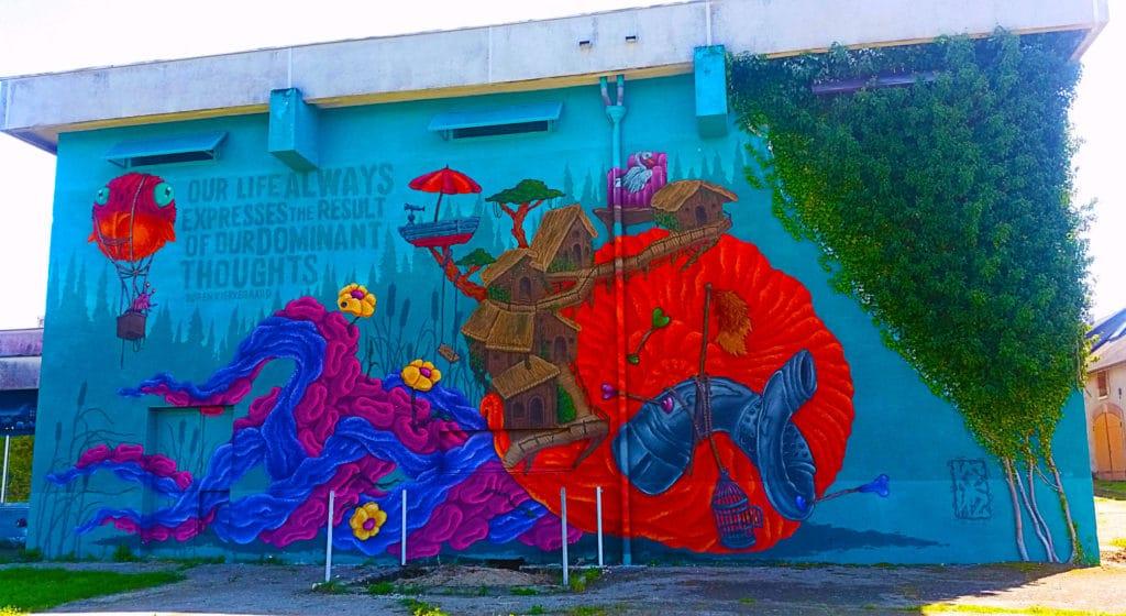 le street artiste de Bordeaux Kenz à la Street Art City de Lurcy-Lévis, Allier