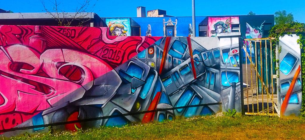 le mur d'entrée de Zeso à la Street Art City à Lurcy-Lévis, Allier