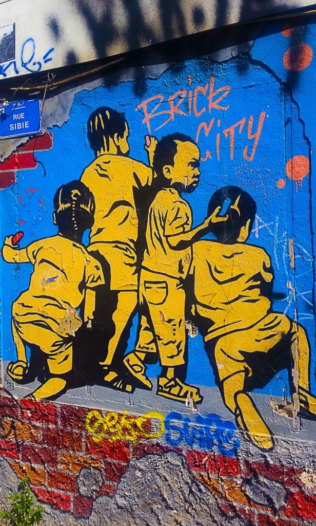 Quand Marseille devient Brick City en street art, Cours Julien