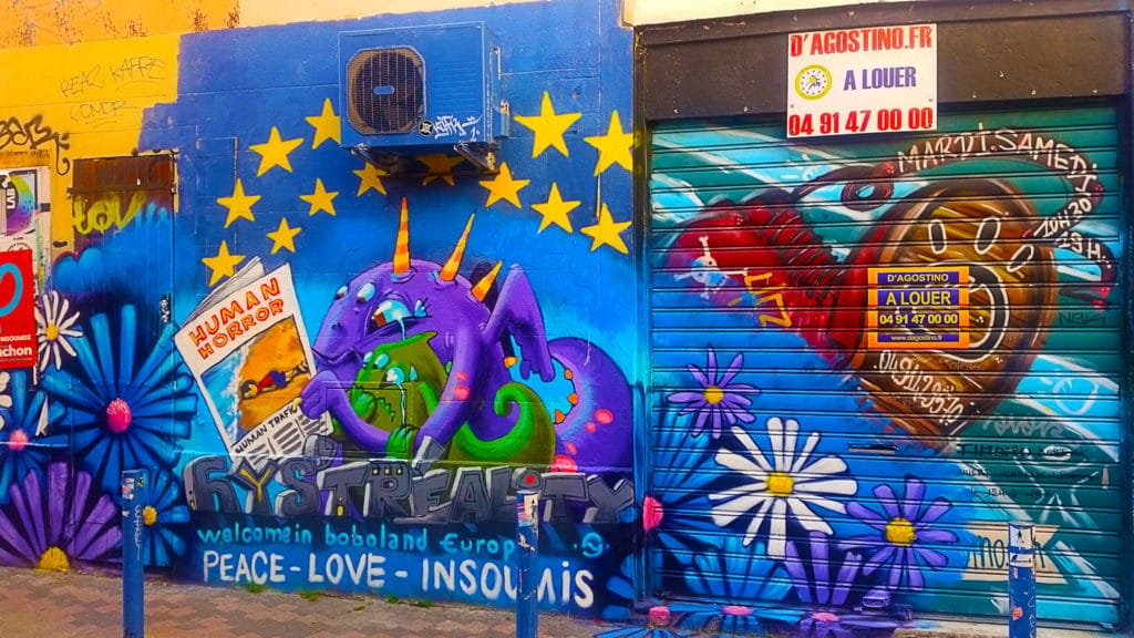 Peace, love et insoumis en street art Cours Julien, Marseille