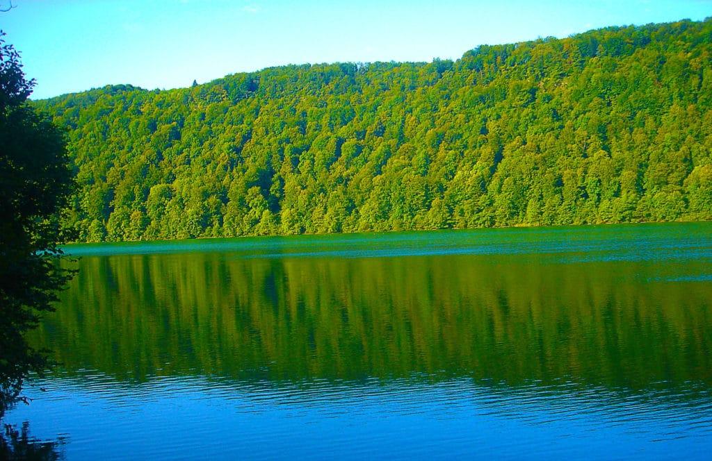 Lac de Vouglans dans le Jura