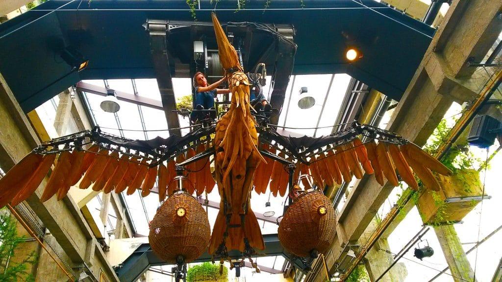 le héron de la galerie des machines, île de Nantes.
