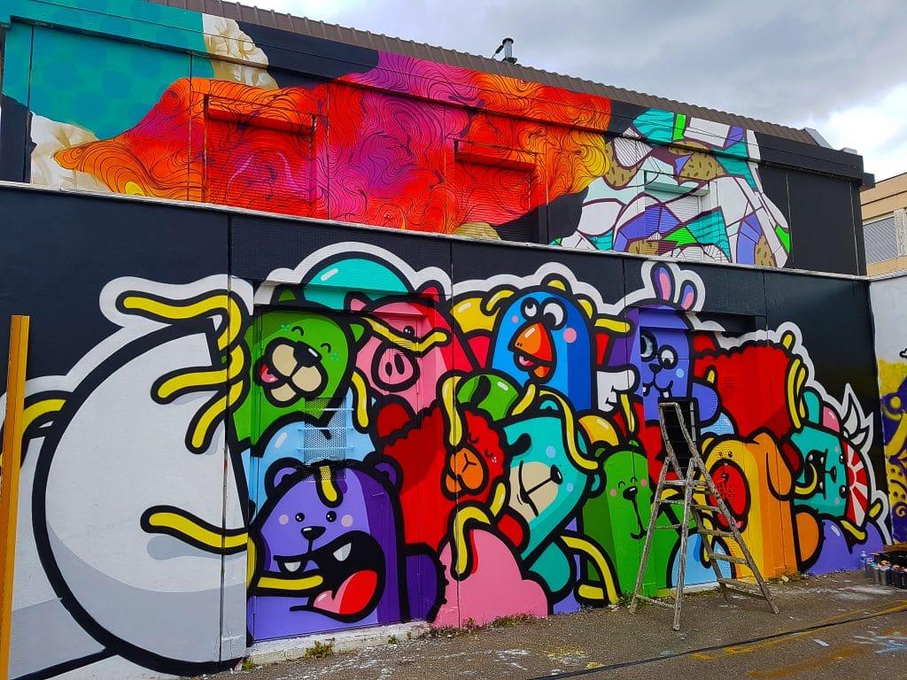 le street artiste lyonnais PEC au TrubLyon Street Art Festival.