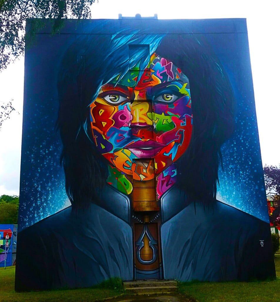 le sublime street art coloré de Snake à la Street Art City de Lurcy-Lévis