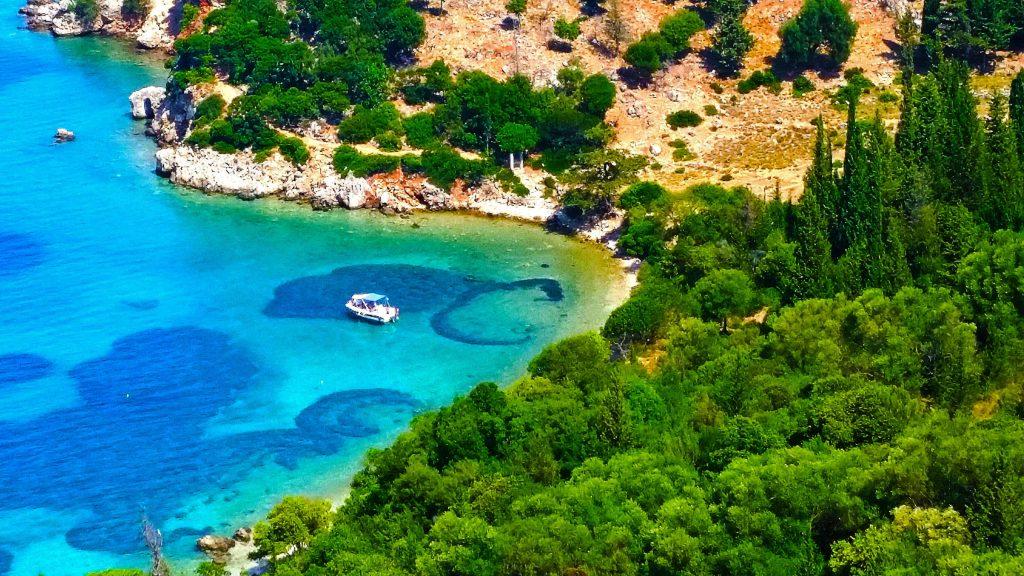 la plage d'Antisamos parmi les plus belles plages de Céphalonie, Kefalonia, Grèce.