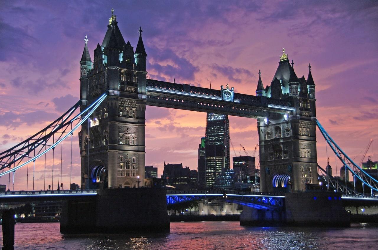 5 promandes à pied incontournables pour explorer Londres. Vue de Tower Bridge