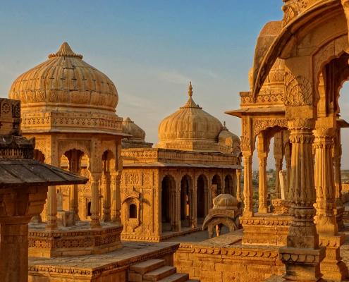 Tu pars bientôt au Rajasthan en Inde ? Découvre les lieux incontournables à ajouter à ta bucket list. Au menu : Udaipur, Jodhpur, Bundi...
