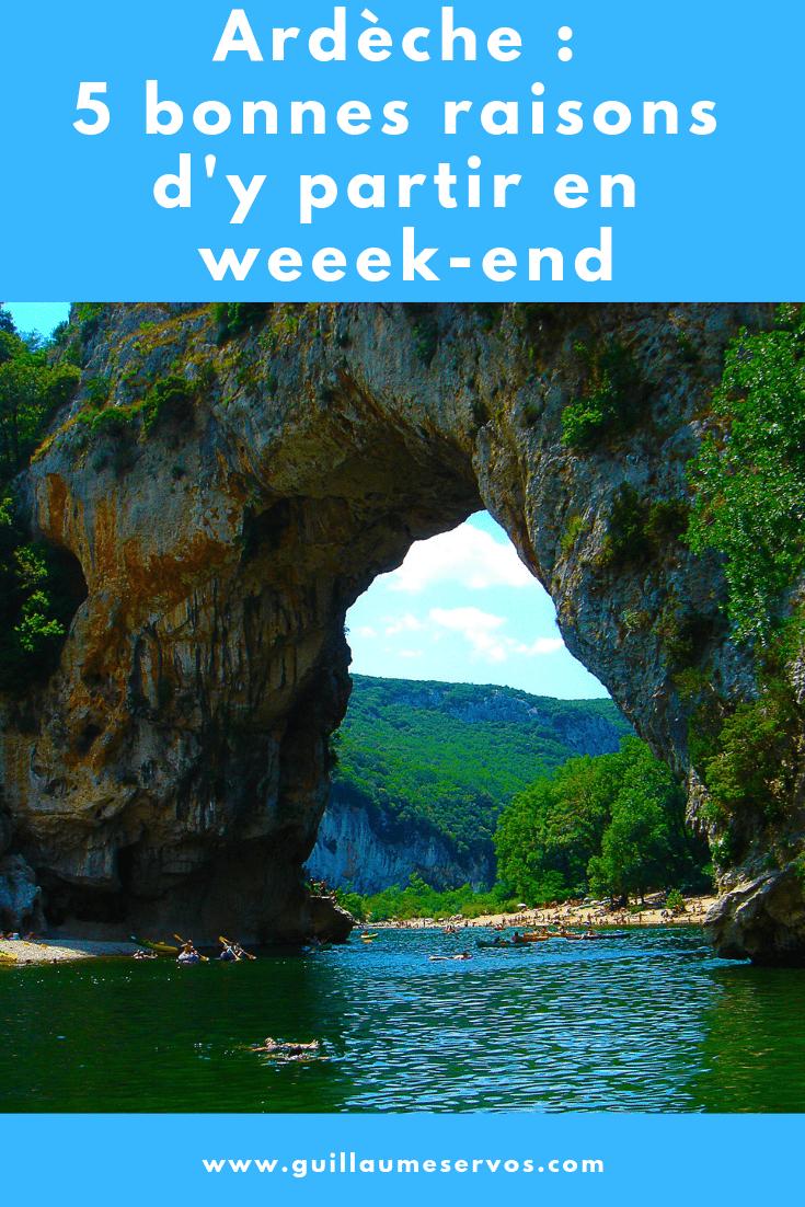 Découvre l'Ardèche avec ses gorges, ses panoramas et ses villages de caractères, de Vallon Pont d'Arc à Thueyts en passant par les Vans et Antraigues sur Volane.