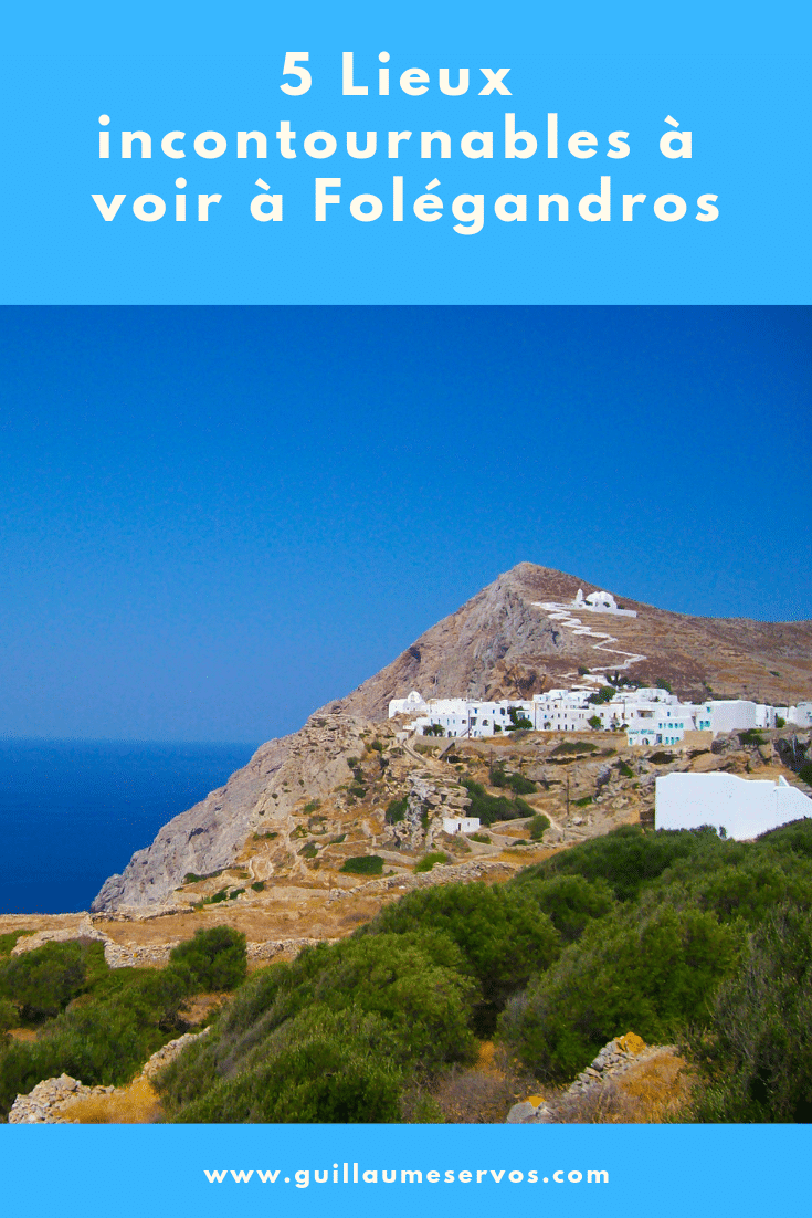 Découvre la sublime île de Folégandros dans les Cyclades. Au menu : Chora, son musée populaire, les sublimes plages de Livadaki, Katergo, Agali. Avec sa superficie de 32 km² et son périmètre côtier de 40 km, Folégandros est une île sublime, reposante, avec des criques bien cachées et une nature très sauvage.