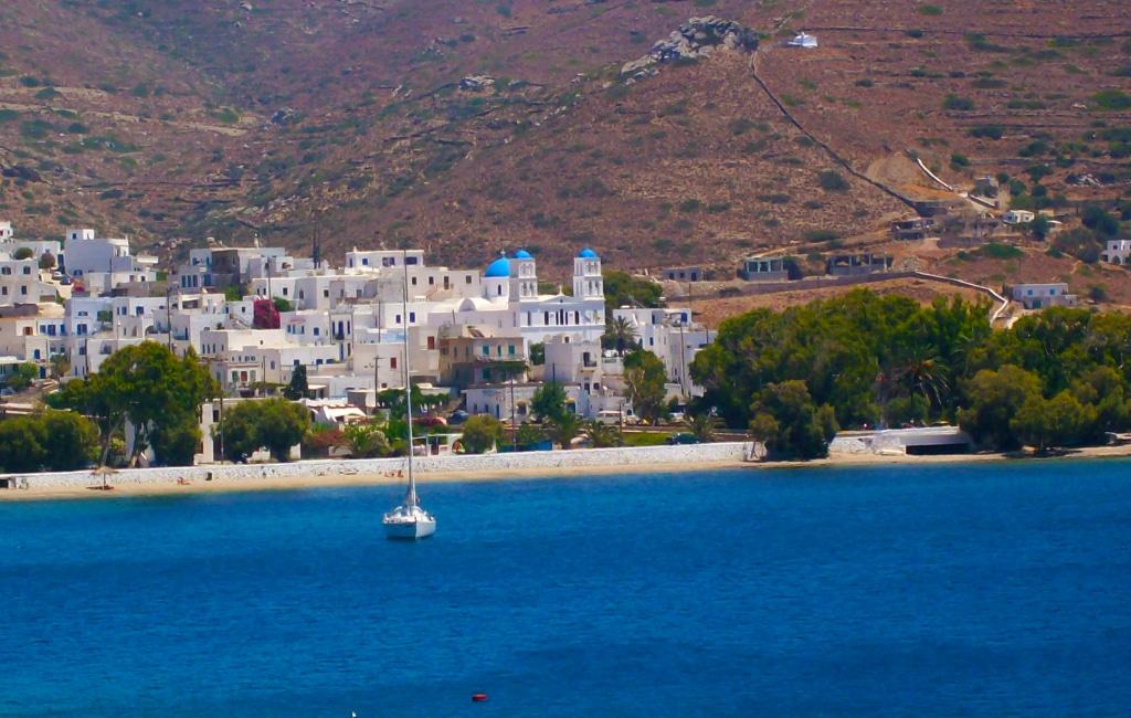 le village de Katapola à Amorgos dans les Cyclades en Grèce parmi les 25 lieux incroyables en Europe que tu ne connais pas