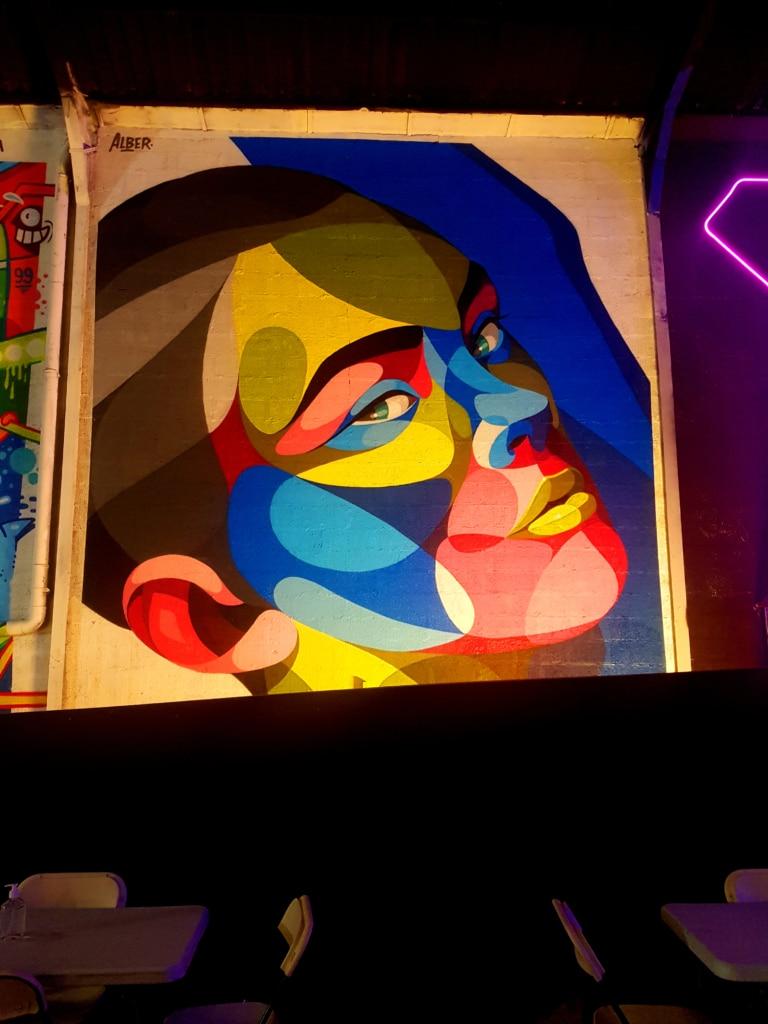 Le street artiste Alber pour le festival street art Peinture Fraiche 2020