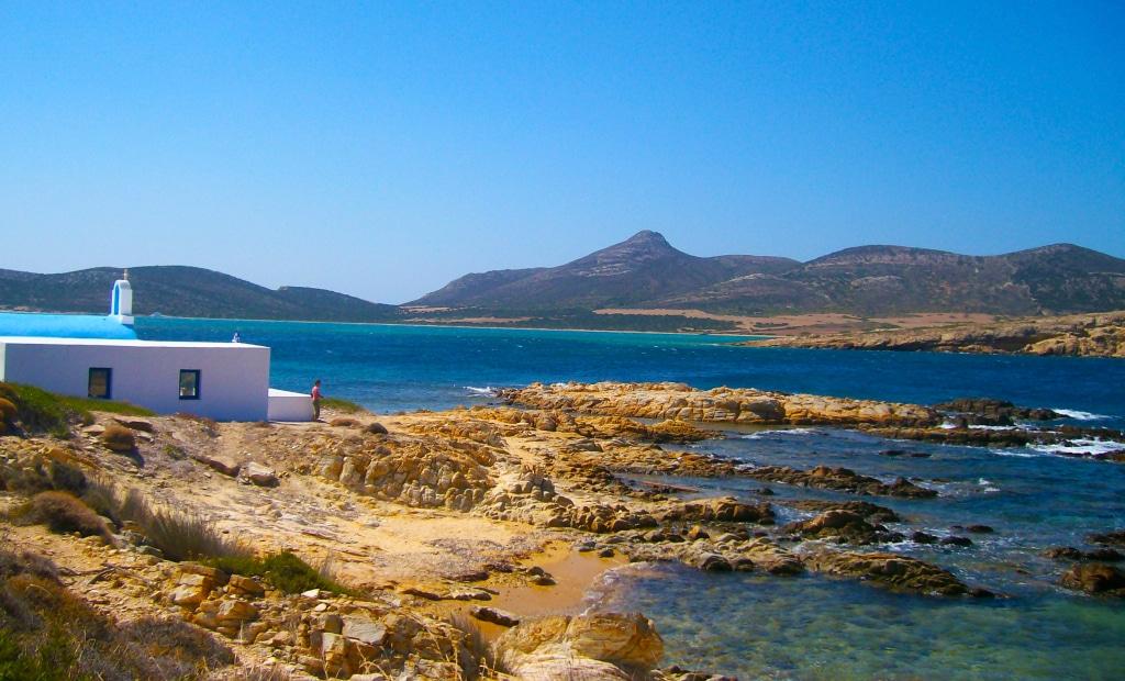 Des criques par-ci, par-là sur l'île d'Antiparos près de Paros dans les Cyclades en Grèce