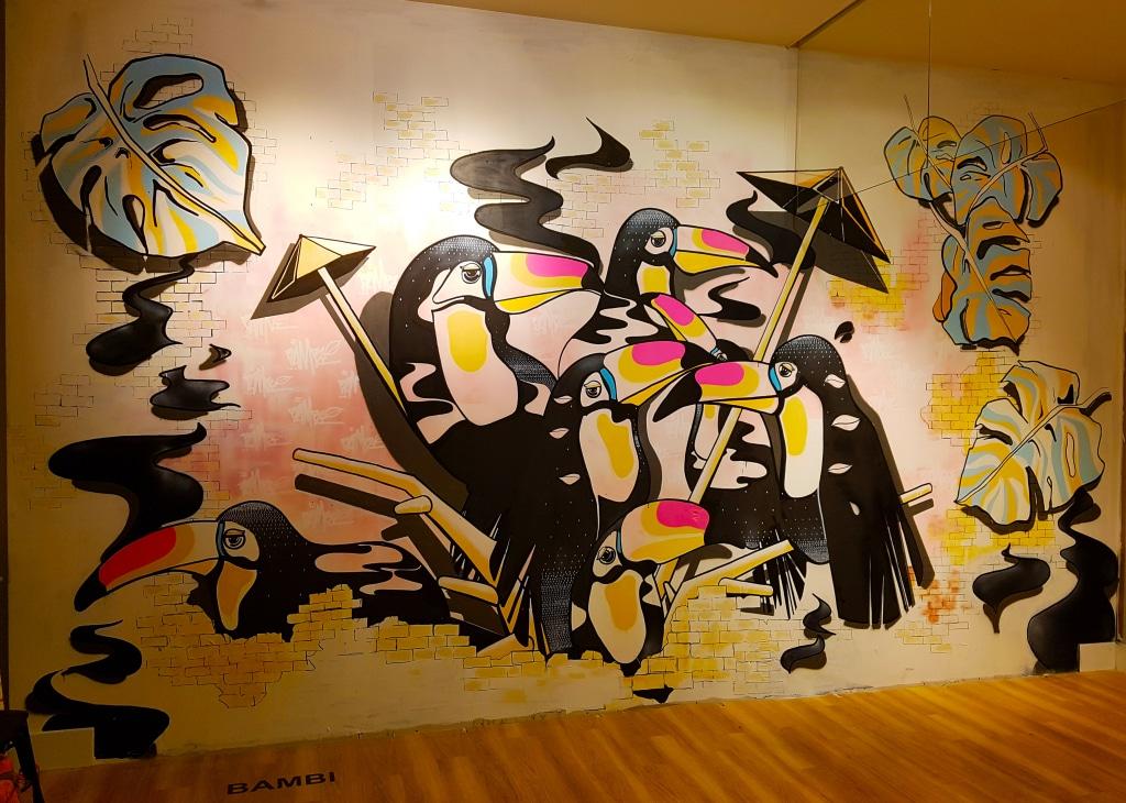 Les toucans colorés du street artiste Bambi pour l'exposition street art One Shot à Confluence, Lyon