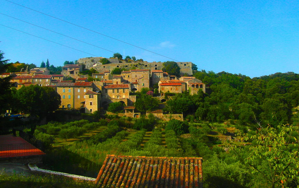 le village de Banne parmi les 3 promenades incontournables pour découvrir la région des Vans