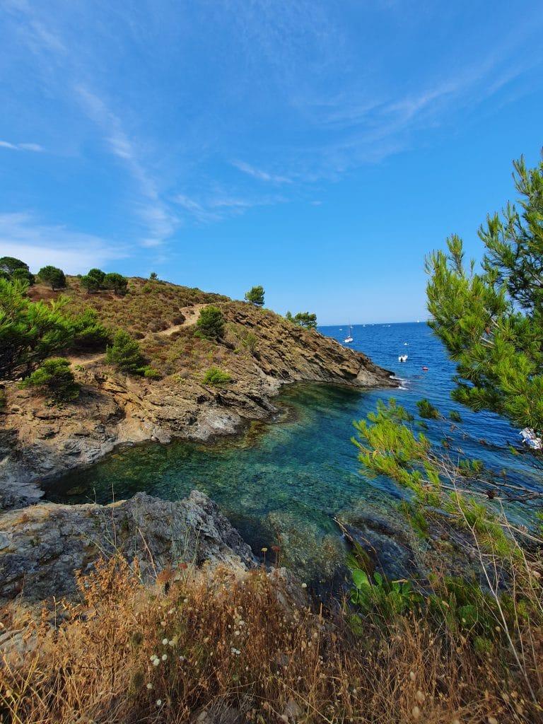 Les criques à proximité de la plage de Bernardi et le long du sentier littoral