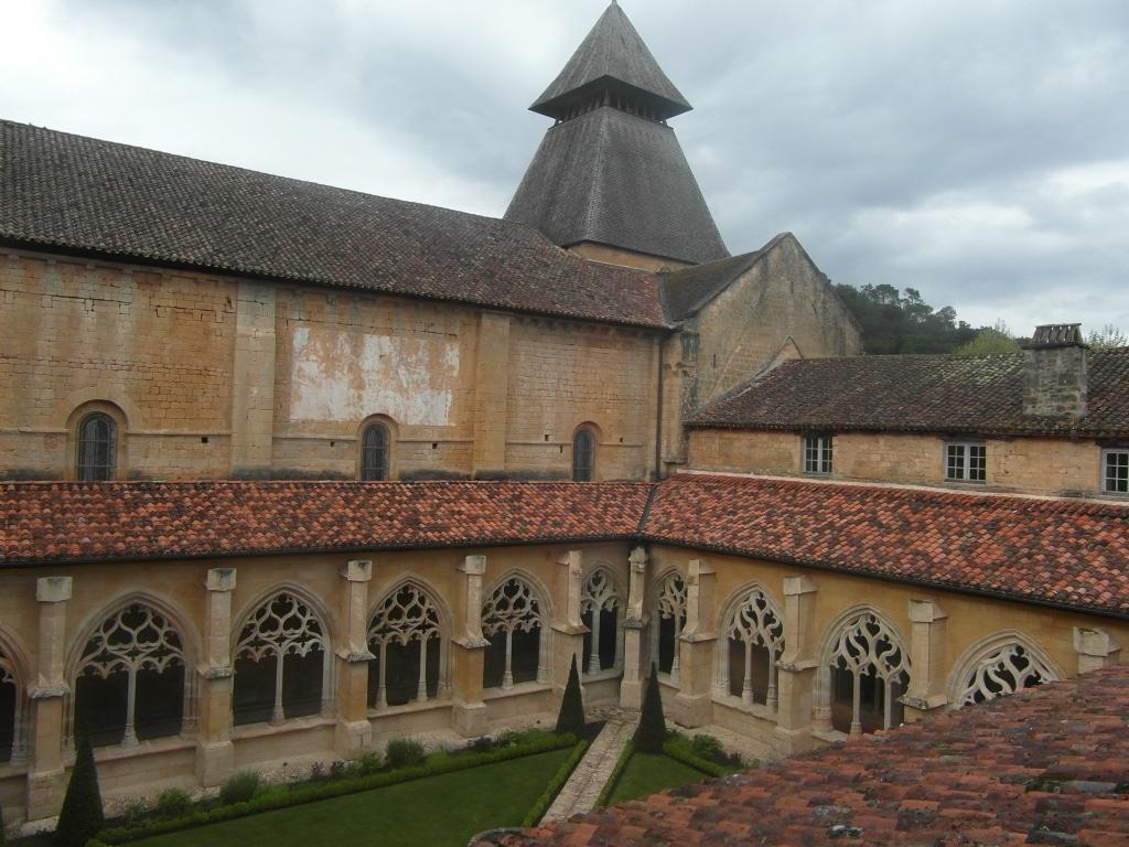 #2 Cadouin et son auberge de jeunesse dans l'abbaye