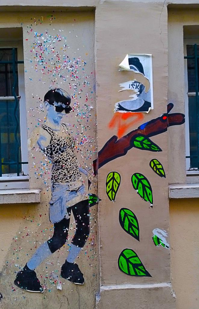 Collage à Belleville, 3 promenades pour découvrir le street art à Paris.
