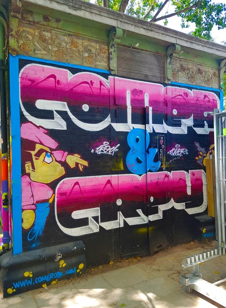 Le graffeur COMER OBK, street art Paris