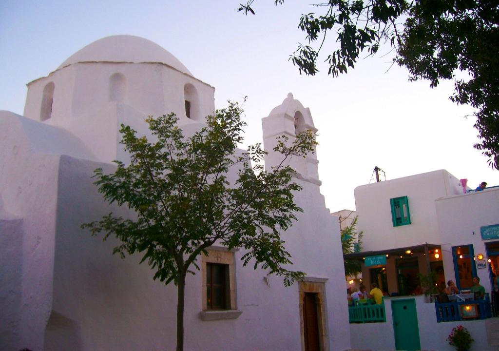 La blancheur des maison à Chora sur l'île de Folégandros dans les Cyclades en Grèce