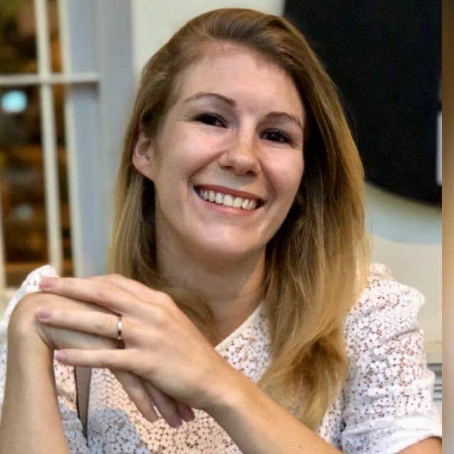 Emmanuelle du podcast En éclaireur lors de son séjour à Singapour