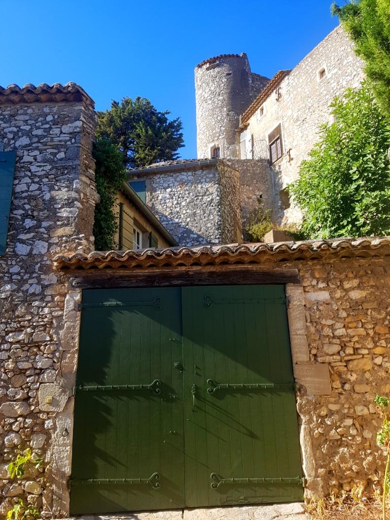 Le village d'Eygalières dans les Alpilles en France