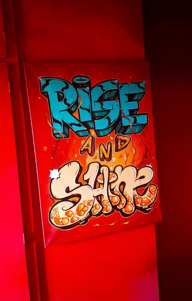 La chambre Rise and Shine de Fedor à l'HOTEL 128 de la Street Art City