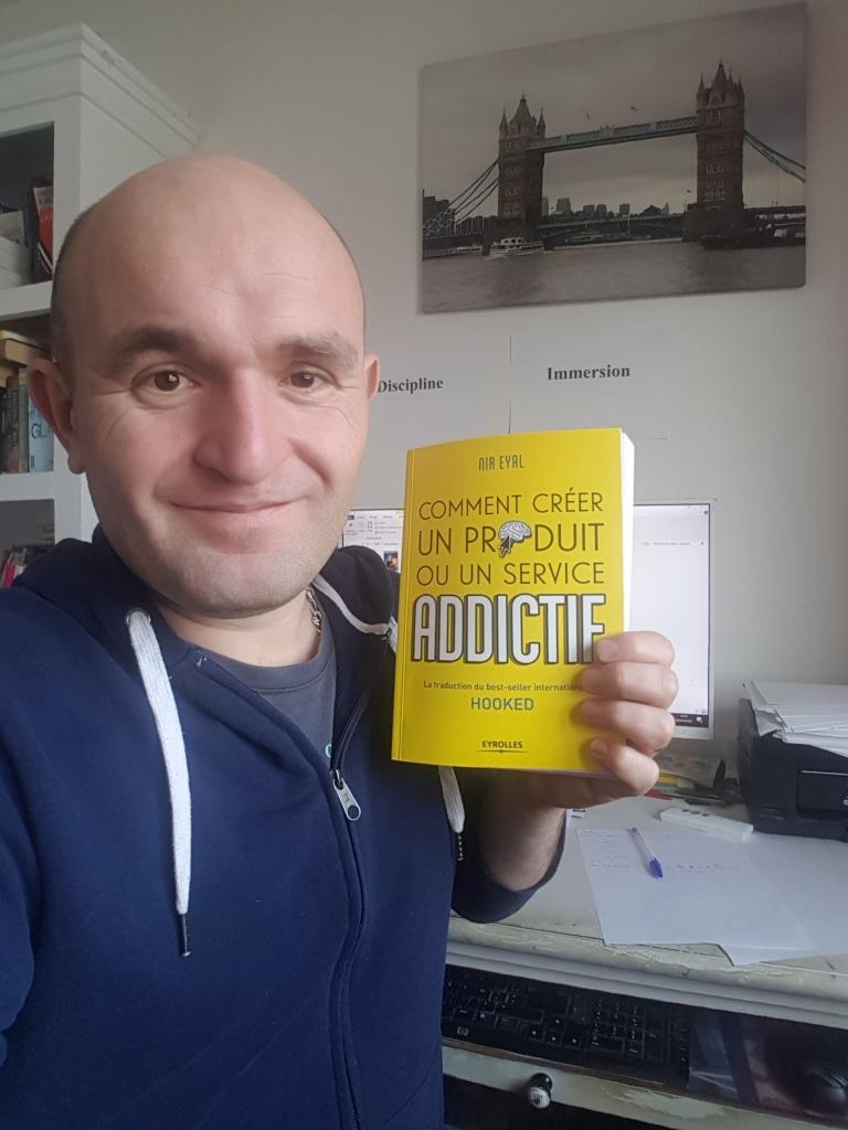 """Le livre Hooked de Nir Eyal ou """"Comment créer un produit ou un service addictif"""" en français"""