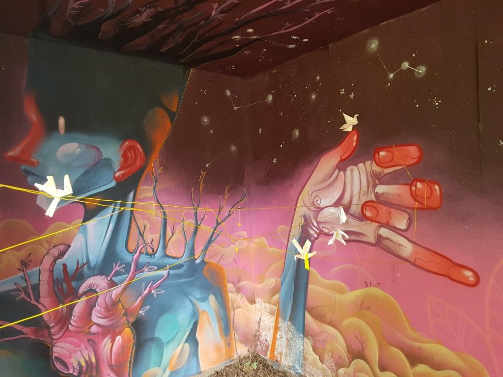 La chambre Naturalezza Madre d'Issac Mallakaï à l'HOTEL 128 de la Street Art City