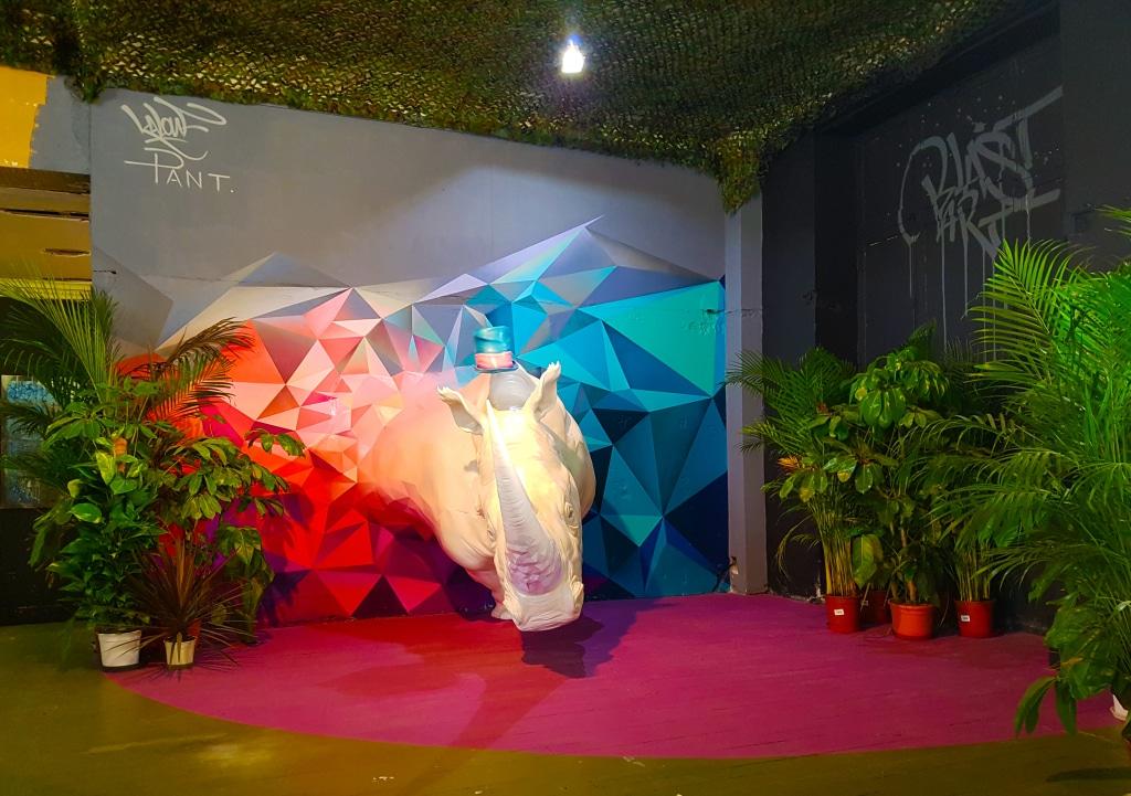 La collaboration entre le street artiste Kalouf et le sculpteur Pant pour Zoo Art Show 2 à Lyon.