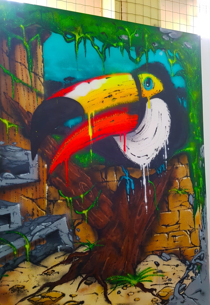 Découvre l'incroyable toucan coloré de Koey en street art à l'exposition ZOO Art Show à Lyon