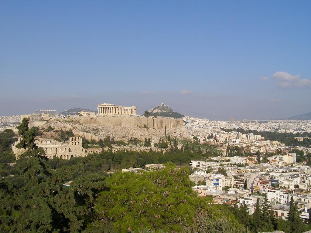 Le quartier de Koukaki en bas à droite sur la photo, Athènes hors des sentiers battus