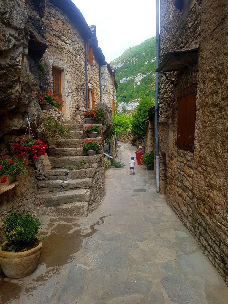 Les ruelles étroites du village de La Malène dans les gorges du Tarn