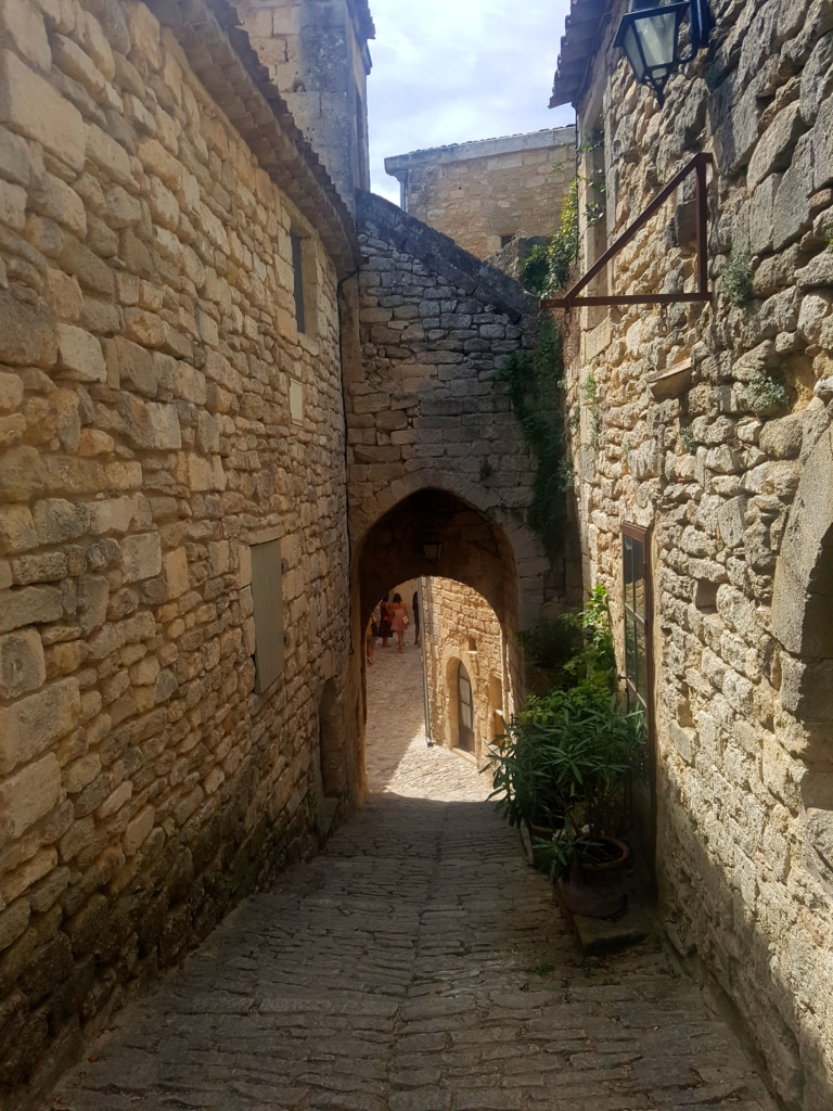 Le village de Lacoste dans le Luberon et le marquis de Sade