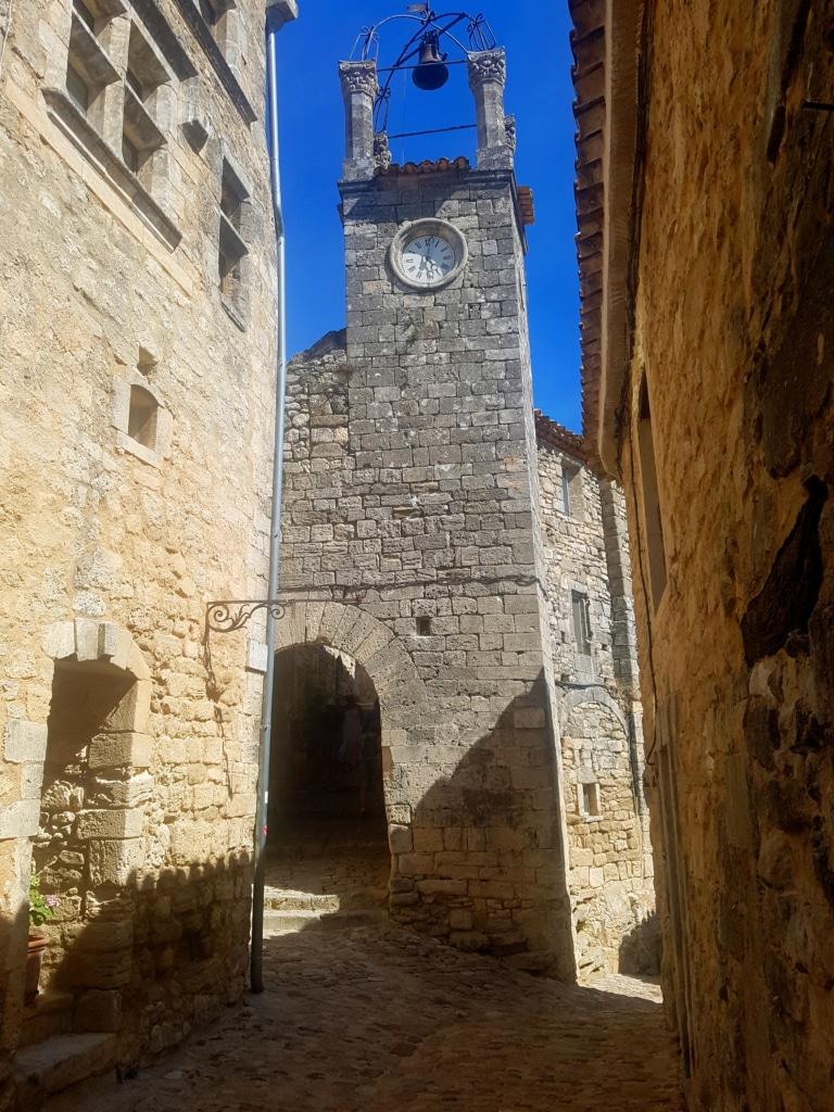 L'église du village de Lacoste (Vaucluse, France)