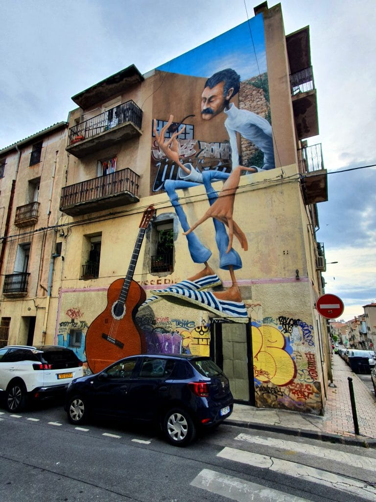 La fresque street art de Georges Brassens signée Maye, angle rue de la Révolution et rue Georges Brassens, Sète (France)