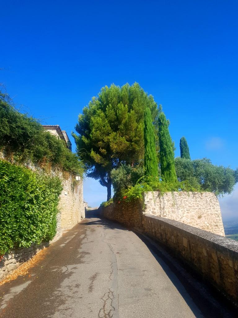 Le village de Ménerbes dans le Vaucluse (France)